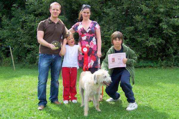 Ralph best in show winner with his family